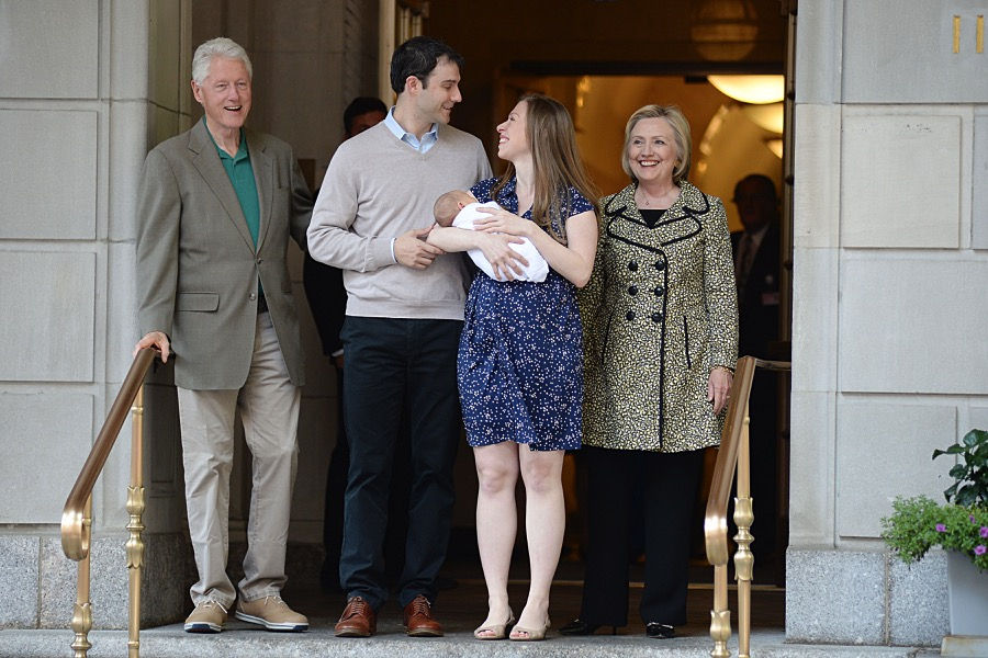 Bill Clinton, Hillary Clinton, Marc Mezvinsky, Chelsea Clinton, Aidan Clinton Mezvinsky leave the hospital in NYC