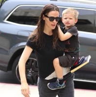 Jennifer Garner Attends Church With Her Crew
