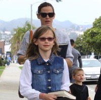Jennifer Garner Attends Sunday Service With Her Kids