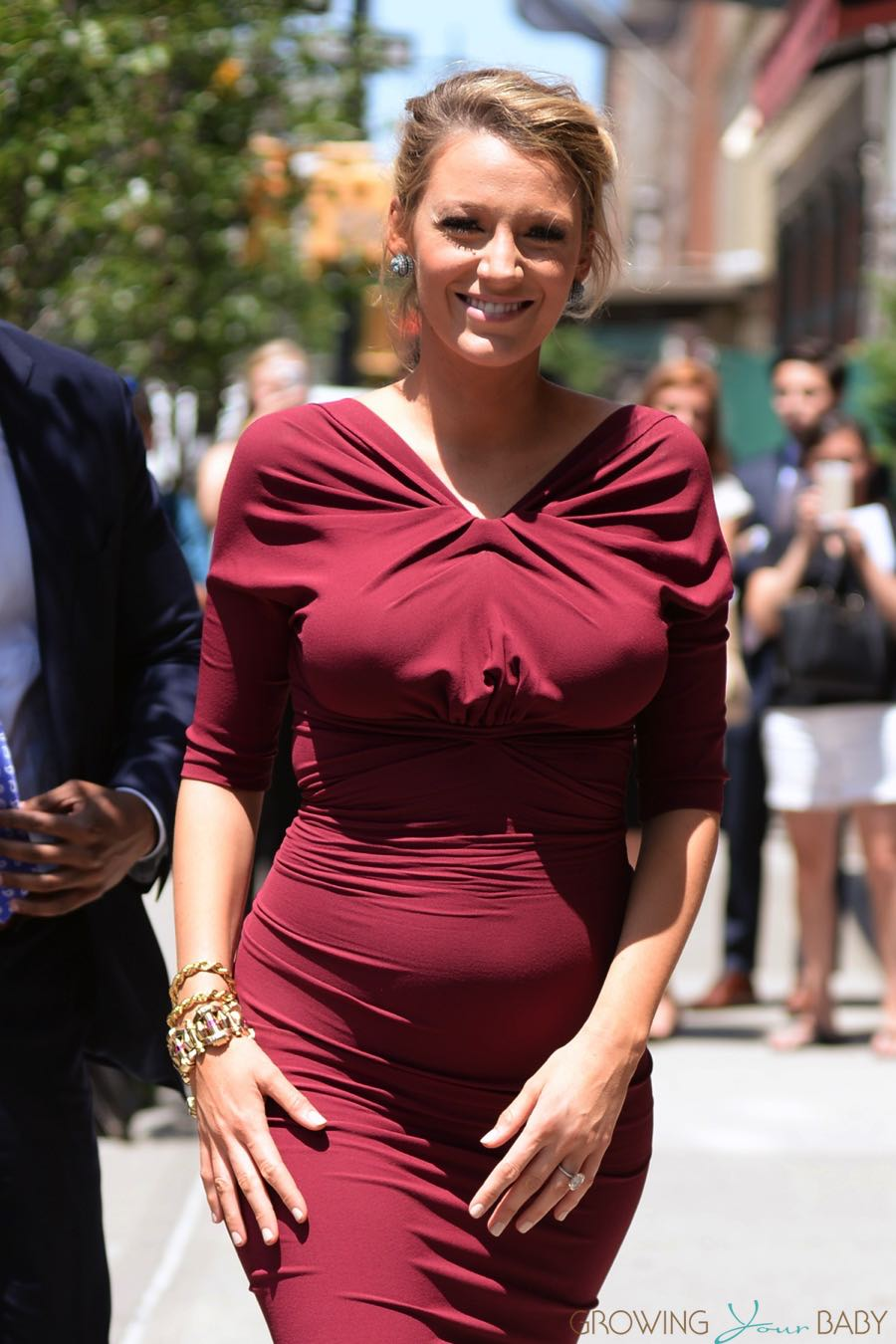 Pregnant Blake Lively Arrives At Her Hotel In Nyc