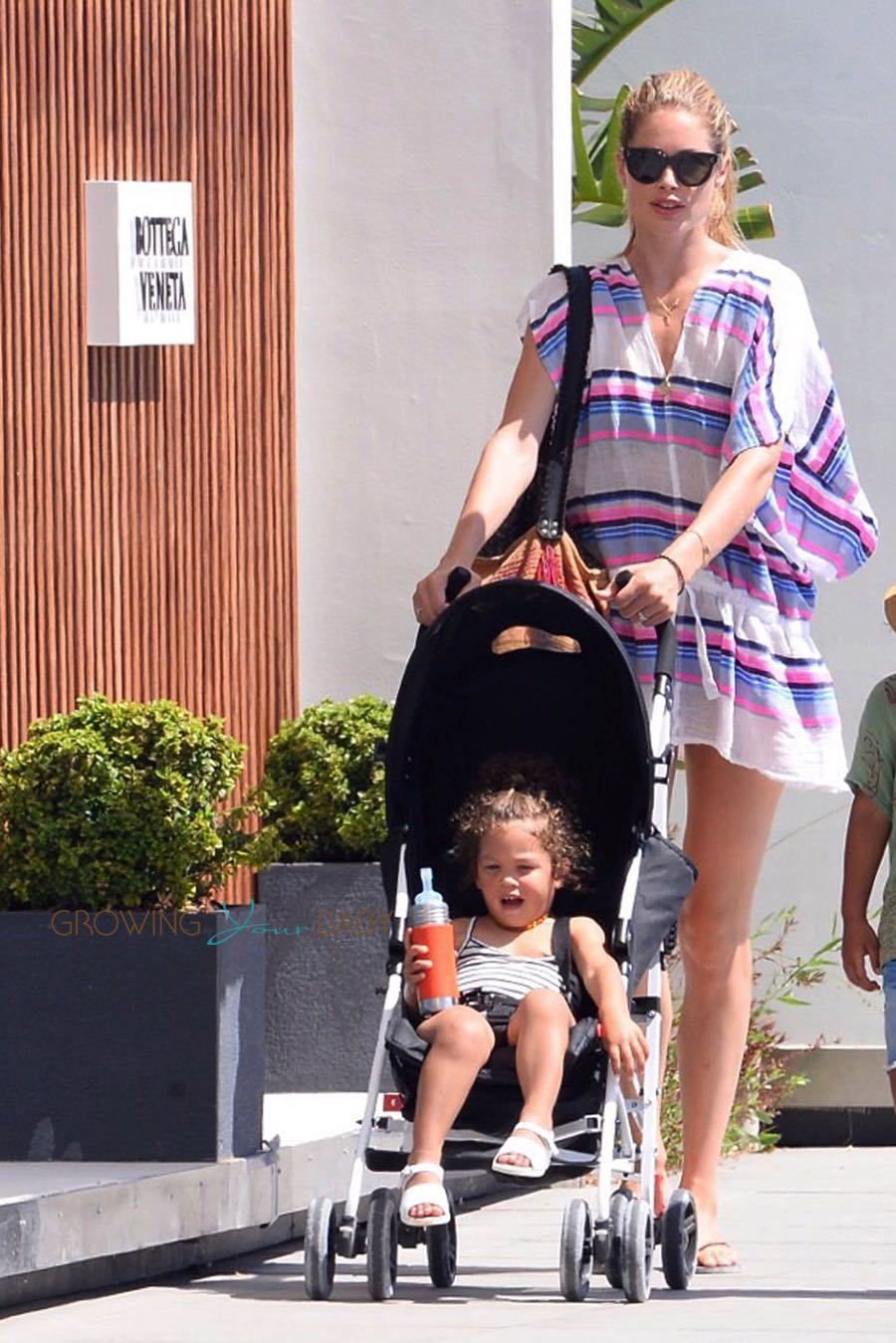 Kroes with her daughter Myllena in Ibiza