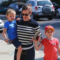 Jennifer Garner & Her Kids Step Out In LA