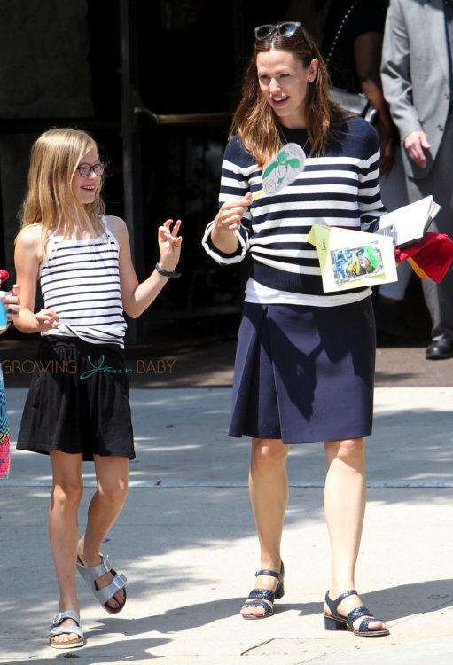 Jennifer garner leaves church with her daughter Violet Affleck