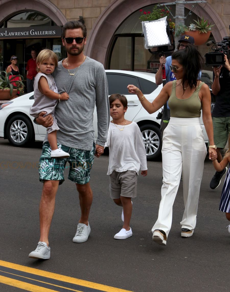 Kourtney Kardashian, Scott Disick with sons Mason and ...