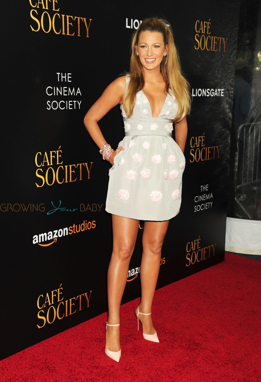 Pregnant Blake Lively at the premiere of Cafe Society in New York ...