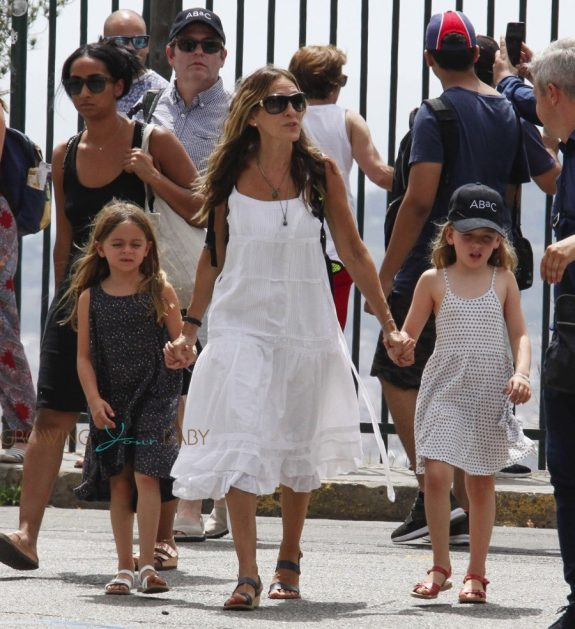 Sarah Jessica Parker with her twins at Tibidabo Amusement Park