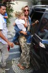 Gisele Bundchen leaves a restaurant at the Jardim Botanical Gardens with her daughter Vivian Brady