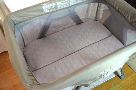 Nuna Sena Mini Playard - in bassinet mode