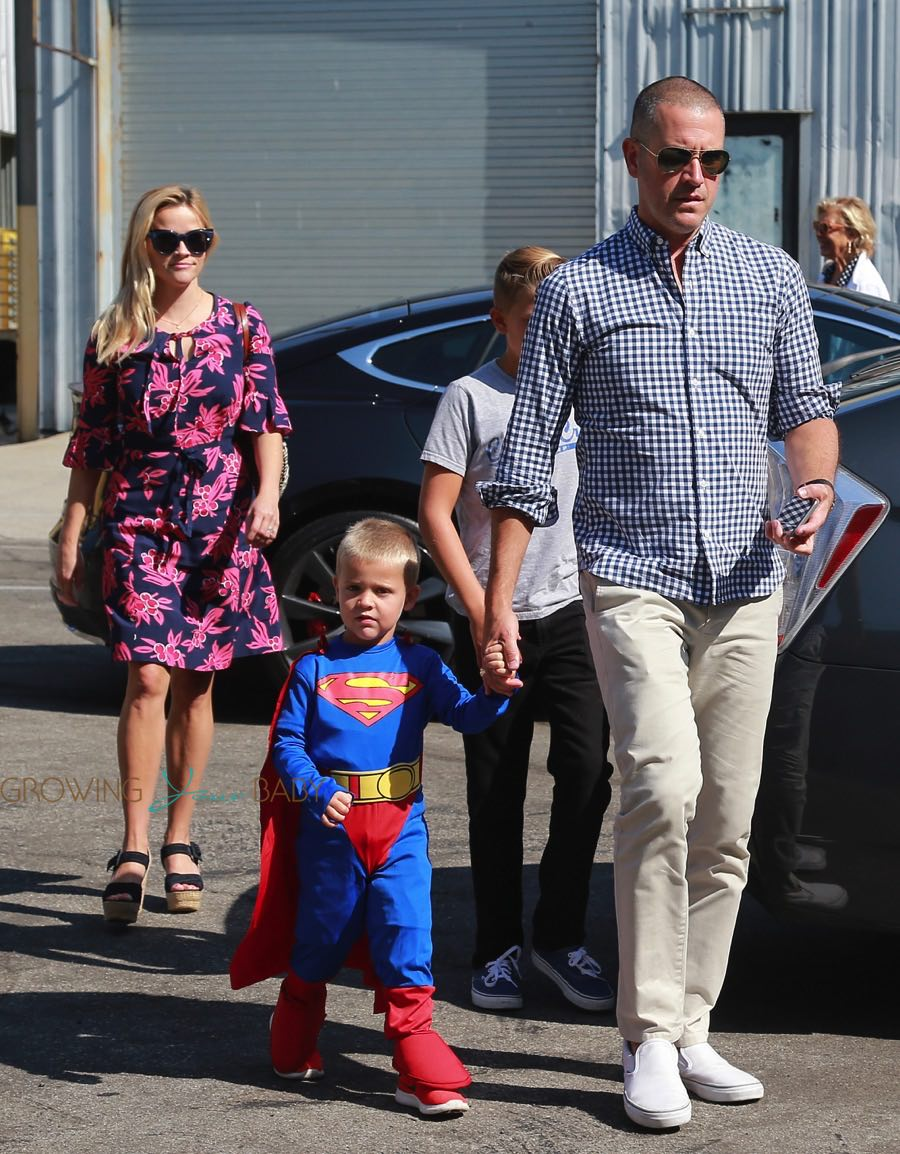 Reese Witherspoon And Jim Toth With Sons Deacon