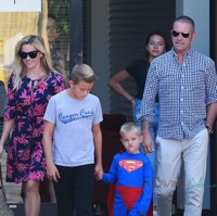 Reese Witherspoon Attends Sunday Service With Her Family