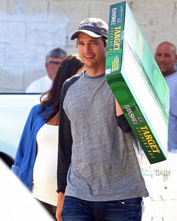 Ashton Kutcher out shopping in LA with wife Mila Kunis