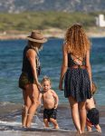 elsa-pataky-at-the-beach-in-spain-with-her-twins-tristan-and-sasha