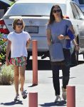jennifer-garner-out-in-la-with-daughter-violet-affleck