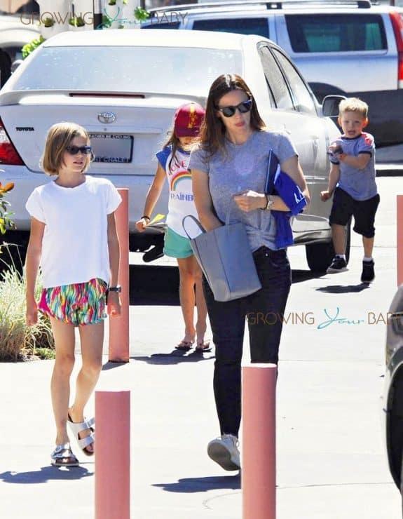 Jennifer Garner steps out with her kids Seraphina, Violet and Sam Affleck in LA