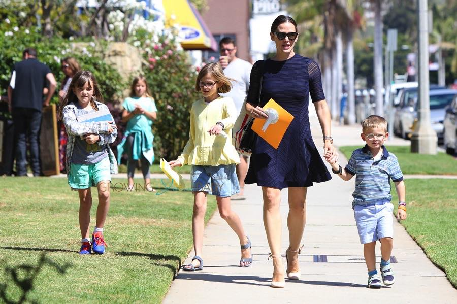 Jennifer Garner out with kids Seraphina, Violet and Sam Affleck