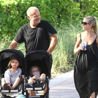 Kelsey Grammer Expects 7th Child; Third With Wife Kayte