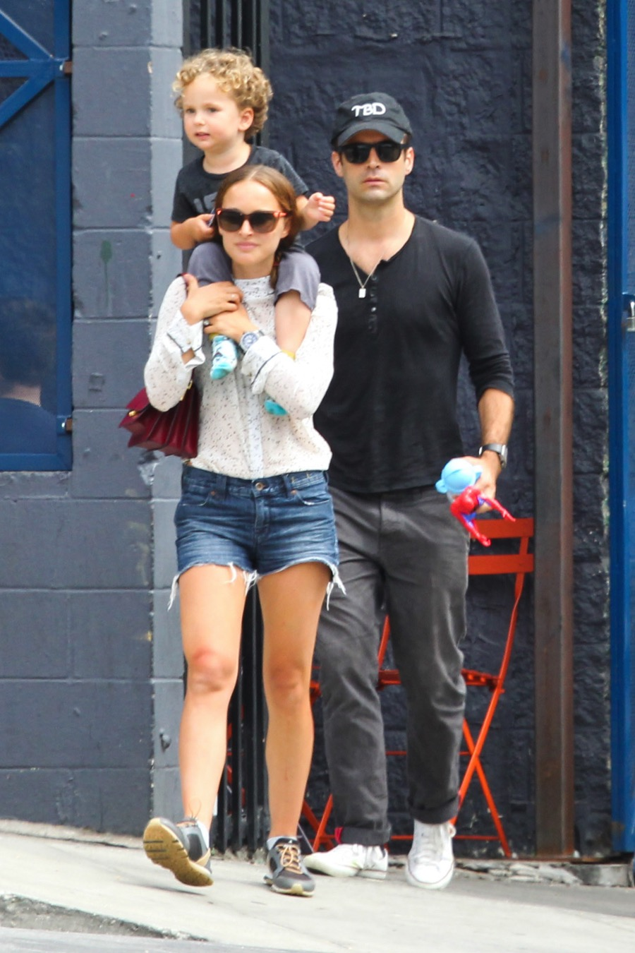 Natalie Portman And Benjamin Millepied Step Out With Their Son Aleph For A Family Lunch At A Local Restaurant In Silver Lake Growing Your Baby