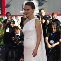 Natalie Portman Shows Off Her Growing Belly At 'Planetarium' Premiere