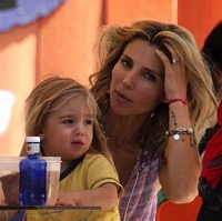 Elsa Pataky Visits Parque Warner With Her Twins