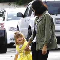 Jenna Dewan Tatum & Her Little Princess Stop By Starbucks