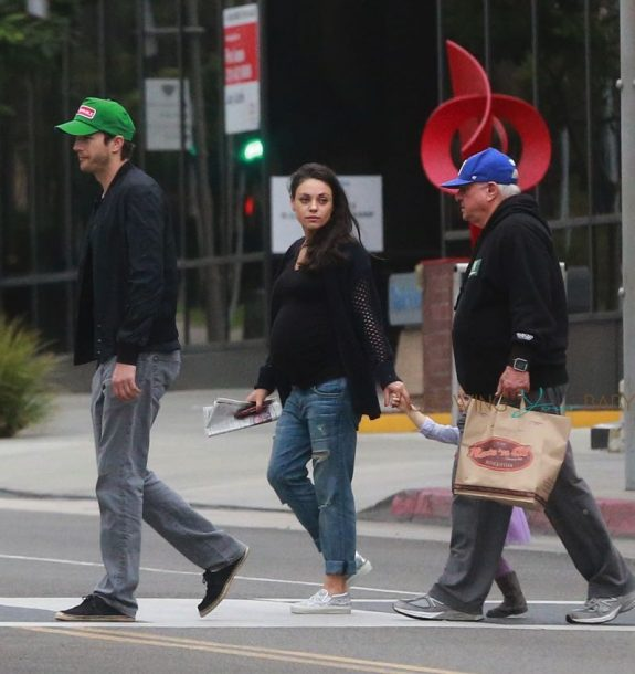 pregnant mila kunis and ashton kutcher out for breakfast with Wyatt in LA