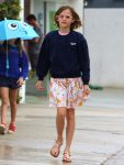 violet-affleck-arrives-at-church-in-the-rain