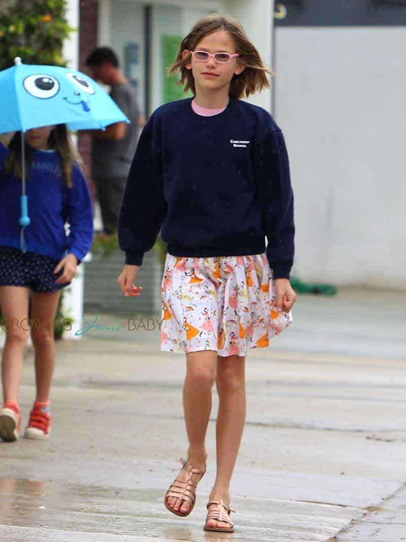Violet Affleck Arrives Church Rain Chris Bradley