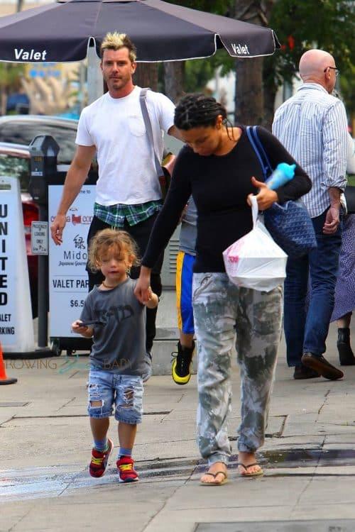 gavin rossdale out in LA with is kids