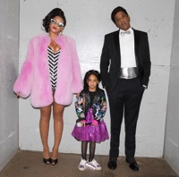 Roundup – Celebrity Families Hit The Streets For Halloween!