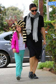 Jennifer Garner arrives at church with daughter Seraphina