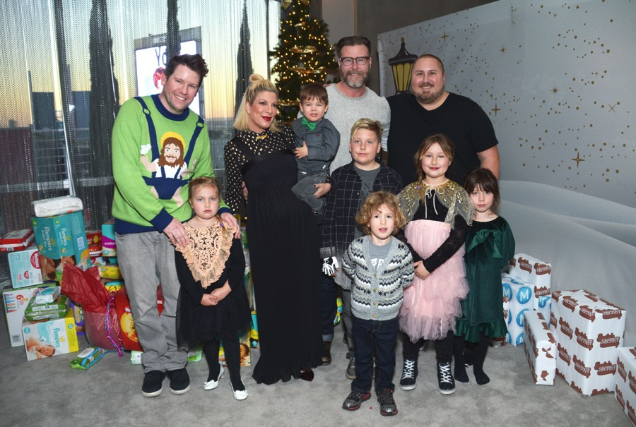 bill-horn-and-scout-masterson-attend-the-6th-annual-santas-workshop-with-tori-spelling-and-dean-mcdermott-stella-liam-hattie-and-finn