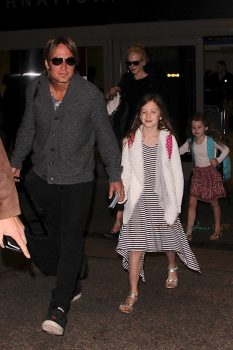 Nicole Kidman and Keith Urban arrive in LA early in the morning with their kids