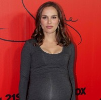Natalie Portman Is Gorgeous In Grey At 'Jackie' Screening