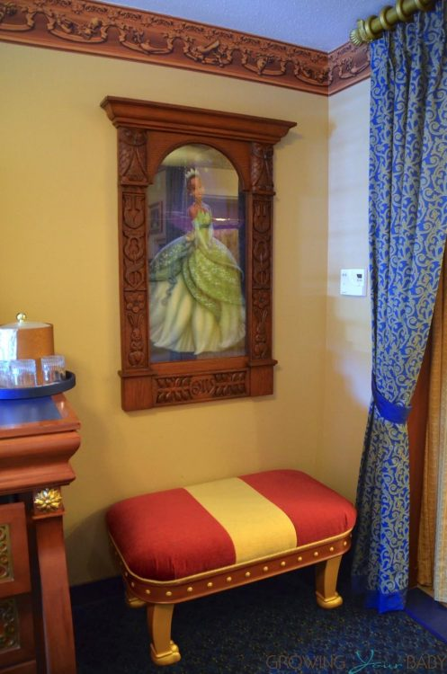 WDW Port Orleans Riverside Royal Room - bench and Tiana holograph