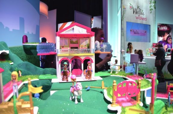 Barbie On-The-Go horse stables