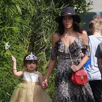 Jenna Dewan-Tatum Visits The Farmer's Market With Her Little Lady
