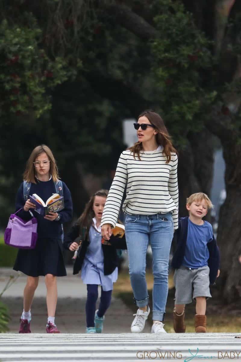 Jennifer Garner Out In Brentwood With Kids Violet