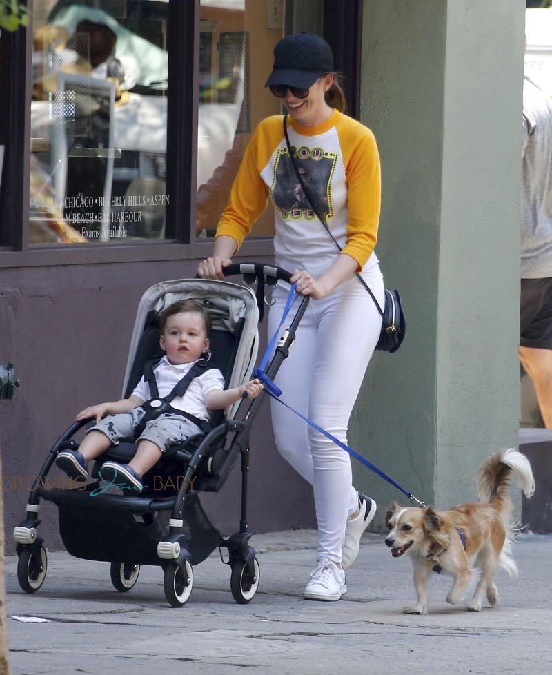 Anne Hathaway Baby: Anne Hathaway Strolls With Her Son In The Big Apple