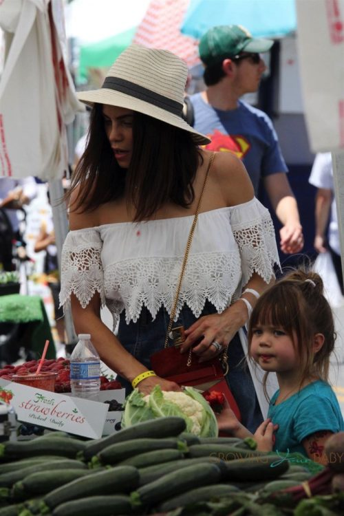 Jenna Dewan and her daughter Everly Tatum enjoy a day at the farmer's market