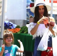 Jenna Dewan Tatum Visits The Market With Everly