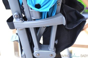 2017 Joovy Groove Ultralight - frame lock