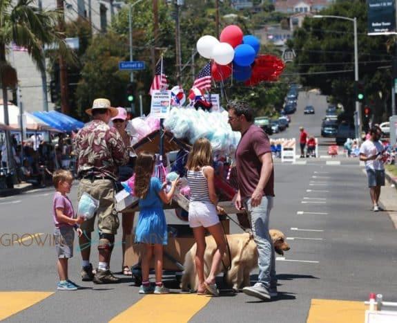 Ben Affleck and Jennifer Garner take their kids Violet, seraphina and Sam to 4th of July Parade