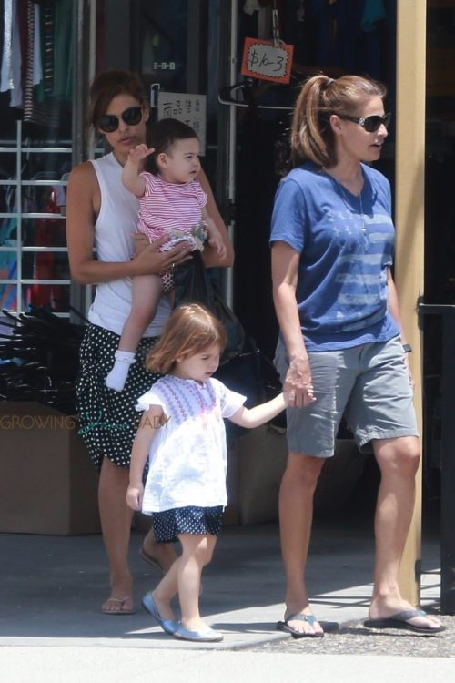 Eva Mendes and her sister, Janet, take the little ones, Amada & Esmeralda, shopping on Saturday