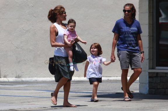 Eva Mendes and her sister, Janet, take the little ones, Amada and Esmeralda, shopping on Saturday