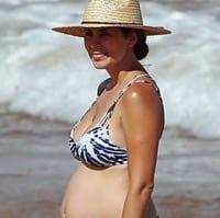 A pregnant Jamie-Lynn Sigler hits the beach in Maui t