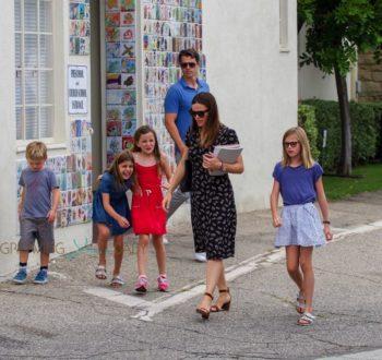 Jennifer Garner attends sunday service with her kids Sam, Seraphina and Violet Affleck