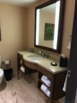 Sheraton Downtown Montreal - bathroom