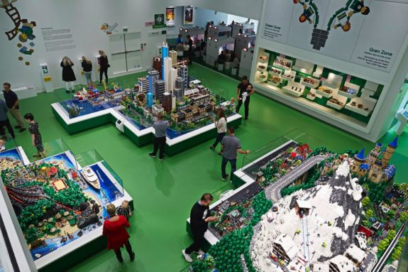 LEGO House Green Zone - World Explorer