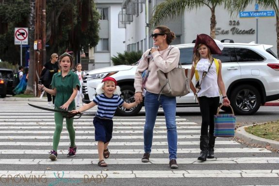 Jennifer-Garner-and-the-Kids-go-Trick-or-Treating-in-the-neighborhood