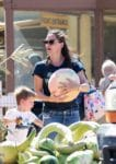 Jennifer-Garner-picks-pumpkins-at-underwood-farms-